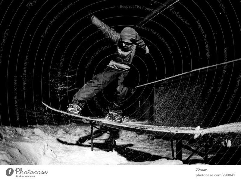 jetzt wird´s aber wieder zeit Mensch Jugendliche Junger Mann Winter 18-30 Jahre dunkel kalt Erwachsene Bewegung Stil Sport Lifestyle Schneefall maskulin