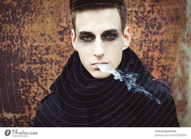 .mephisto Lifestyle Stil Schminke Gesundheit Rauchen Junger Mann Jugendliche 1 Mensch 18-30 Jahre Erwachsene Mode Mantel Schal brünett kurzhaarig Denken