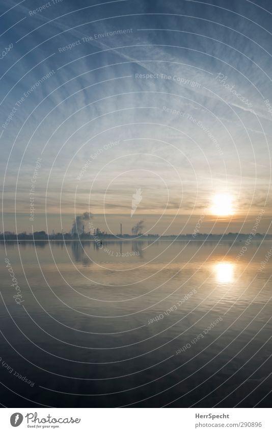 Sonnenaufgang am Lago Inferiore Natur blau ruhig Landschaft See Horizont Stimmung Schönes Wetter Industrie Seeufer Abgas Schornstein Industrieanlage