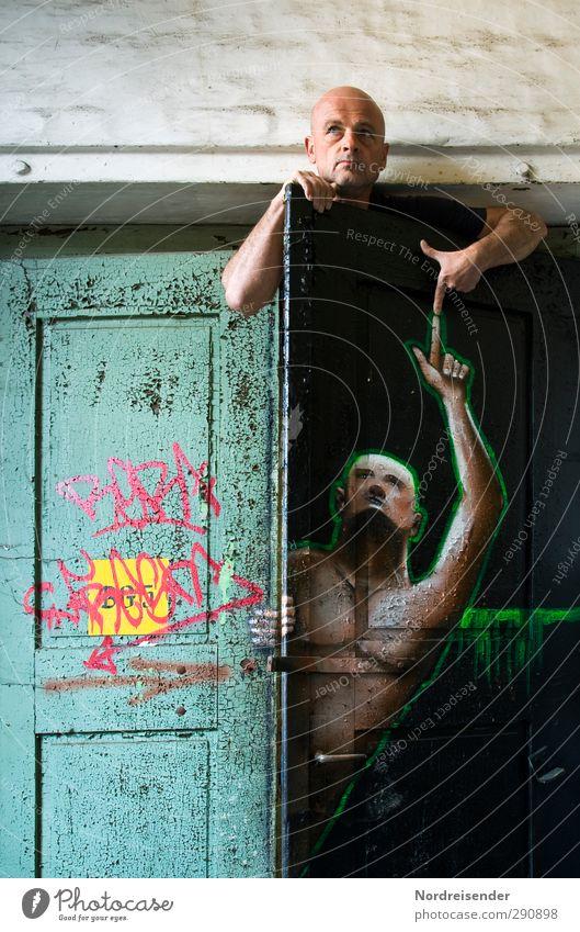 Er war es.... Mensch Mann alt Farbe Freude Erwachsene Graffiti Wand Leben sprechen oben Mauer Architektur Zusammensein außergewöhnlich Raum