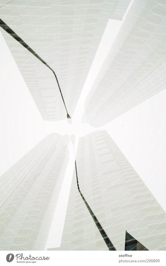 X | Die vertikale Erschaffung Adams Chicago USA Hochhaus Stadt Michelangelo Laterne Laternenpfahl Doppelbelichtung Schwarzweißfoto Experiment Froschperspektive