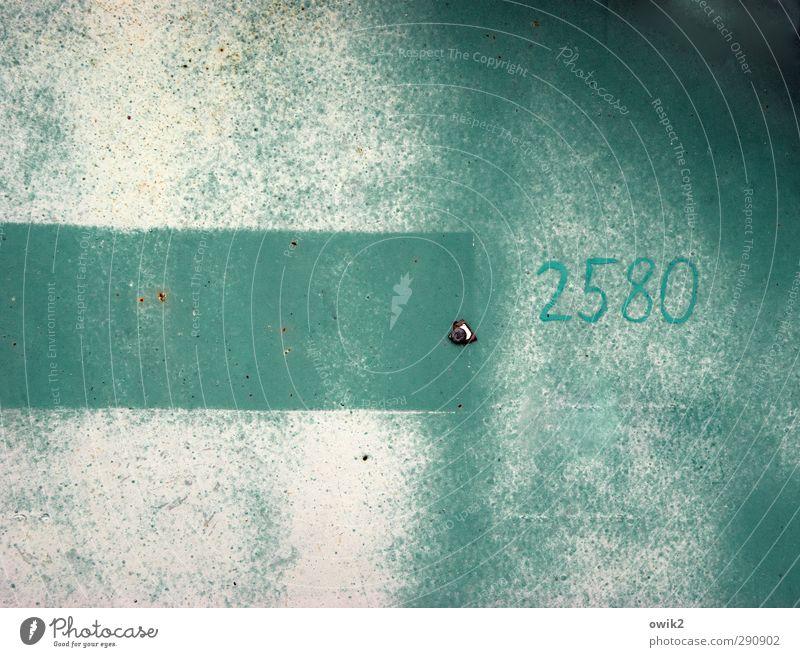 Strukturtapete Metall Zeichen Ziffern & Zahlen alt einfach trashig trist türkis weiß Identität kompetent Kontrolle Ordnung Präzision Farbe rau simpel Container