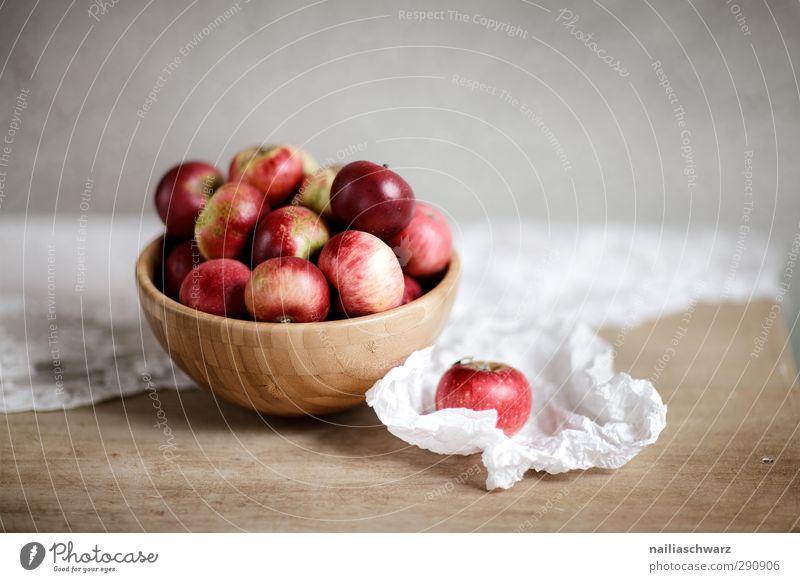 Stilleben mit Äpfeln Lebensmittel Frucht Apfel Ernährung Bioprodukte Diät Schalen & Schüsseln Holzschale Tisch Papier Tischwäsche Essen Duft frisch Gesundheit