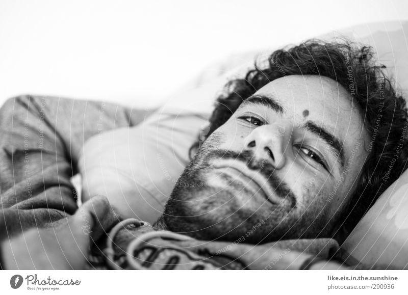 sonntagmorgen....mmmmh... Mann Jugendliche schön Erholung ruhig Erwachsene Gesicht Junger Mann Leben Erotik 18-30 Jahre Haare & Frisuren Kopf liegen maskulin Zufriedenheit
