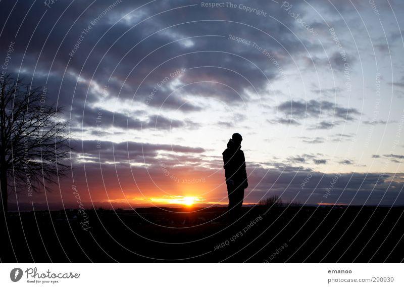 Lichtblick am Horizont Mensch Himmel Natur Mann Ferien & Urlaub & Reisen Baum Sonne Einsamkeit Wolken Landschaft Erwachsene Berge u. Gebirge oben Wetter Feld