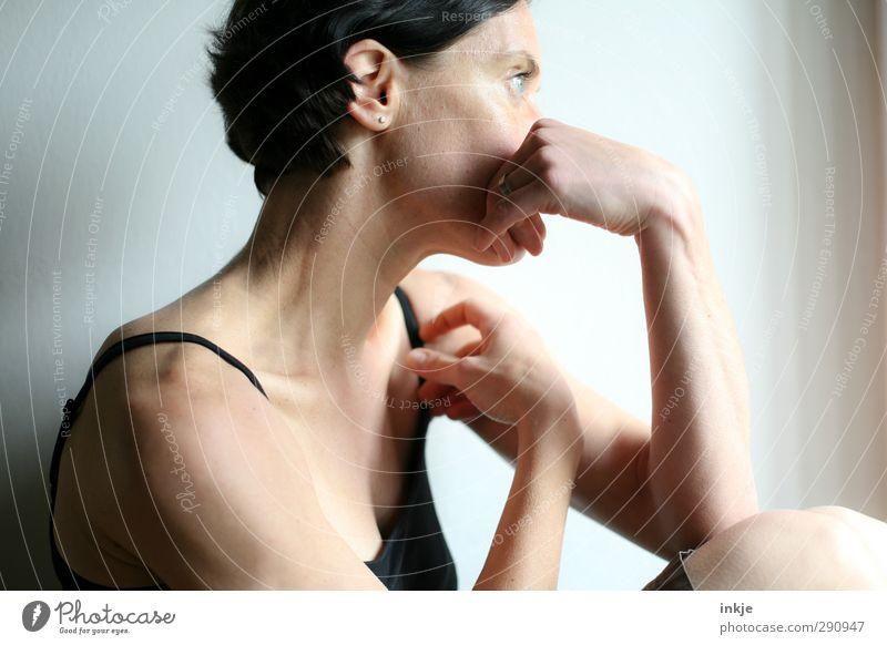 ü40 Mensch Frau alt Einsamkeit Erwachsene Leben Gefühle Traurigkeit Denken träumen Freizeit & Hobby authentisch nachdenklich Lifestyle Langeweile Top