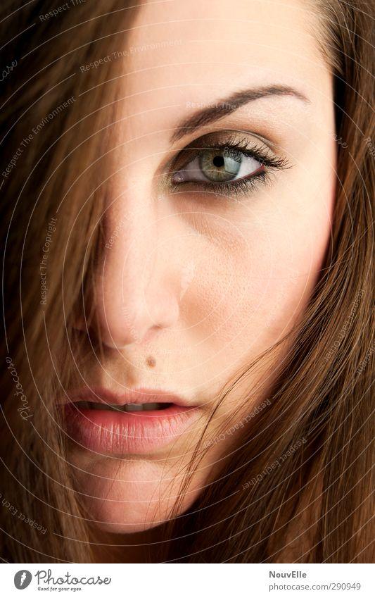 Ja. Mensch Jugendliche Erwachsene Gesicht Junge Frau Leben Gefühle Haare & Frisuren 18-30 Jahre Kraft Coolness Macht Leidenschaft brünett langhaarig Stolz