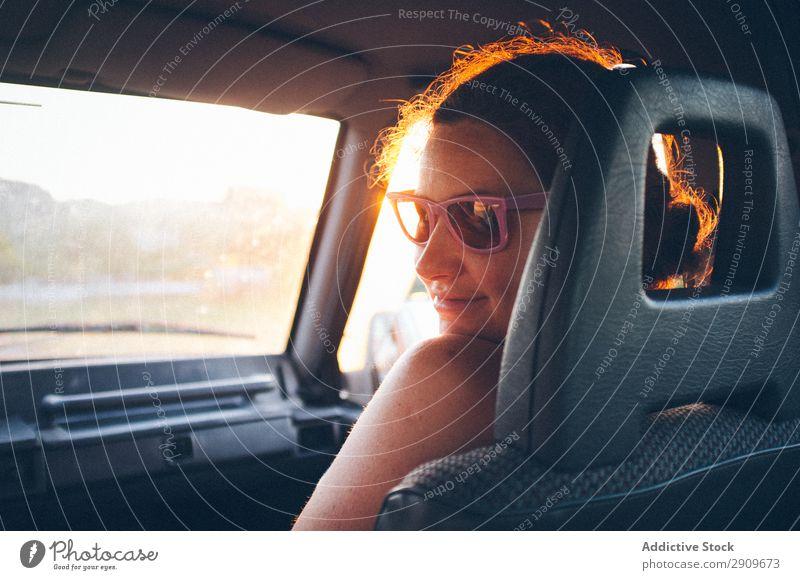 Junge Frau im Auto unterwegs PKW Ferien & Urlaub & Reisen Passagier Sitz Ausflug Straße Kantabrien Spanien Jugendliche Lifestyle Freizeit & Hobby ruhen Erholung