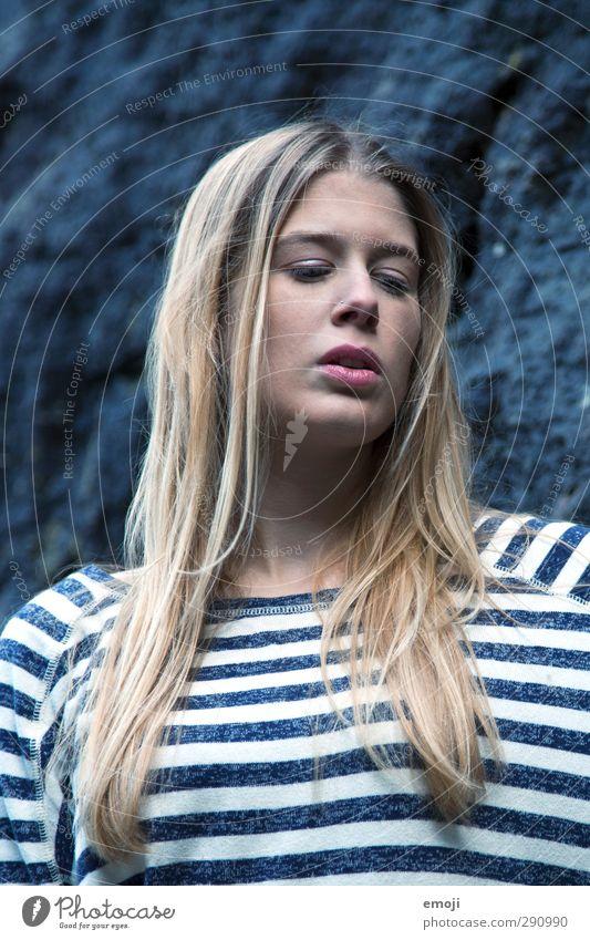 blue Mensch Jugendliche schön Erwachsene Junge Frau feminin 18-30 Jahre blond