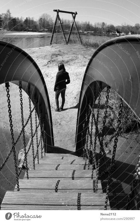 Souvenir souvenir... Kind Jugendliche Mädchen Einsamkeit Strand Erholung Spielen See Denken Treppe Freizeit & Hobby warten einzeln Brücke Brückengeländer
