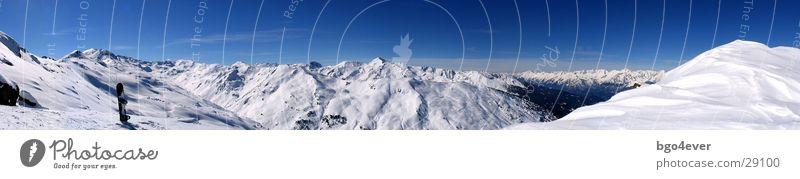 Bergpanorama Berge u. Gebirge Schnee groß Schönes Wetter Pause Schneebedeckte Gipfel Panorama (Bildformat) Schneelandschaft Tal Blauer Himmel Snowboard Winterurlaub traumhaft Bergkette Wintertag