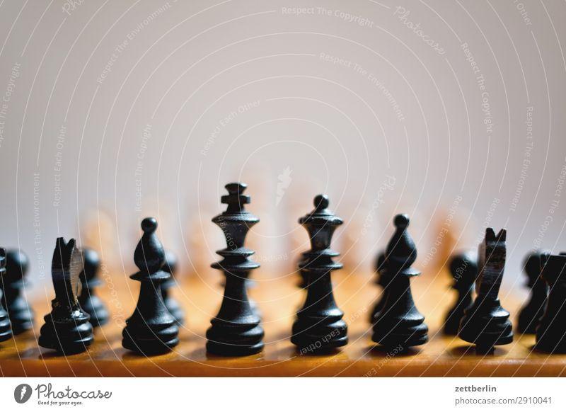 Schwarz weiß schwarz Textfreiraum Spielen Erfolg Beginn Hoffnung Landwirt kämpfen Spielfigur König Anordnung Schach Problematik Schachbrett Schachfigur