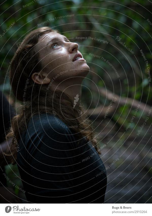 Auf Entdeckungstour Ausflug Abenteuer Sightseeing Expedition feminin Junge Frau Jugendliche Sommersprossen 18-30 Jahre Erwachsene Natur exotisch Wald Urwald