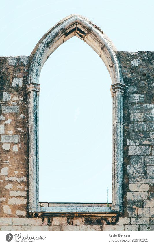 Das Kloster Unserer Lieben Frau vom Berg Karmel (Convento da Ordem do Carmo) ist eine gotische römisch-katholische Kirche, die 1393 in Lissabon, Stadt Portugal, gebaut wurde.