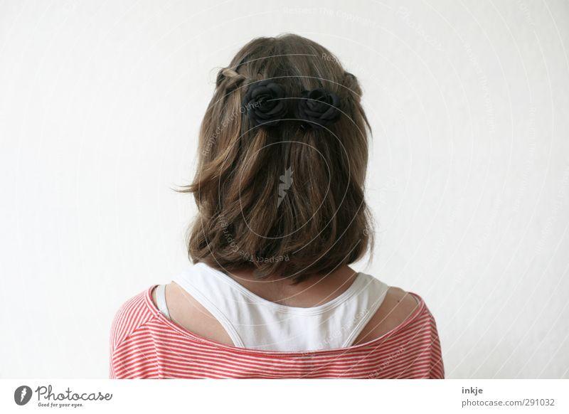 Rückansicht Mensch Mädchen Kindheit Jugendliche Leben Haare & Frisuren Rücken 1 brünett langhaarig Zopf stehen schön Identität Wegsehen geschniegelt Farbfoto