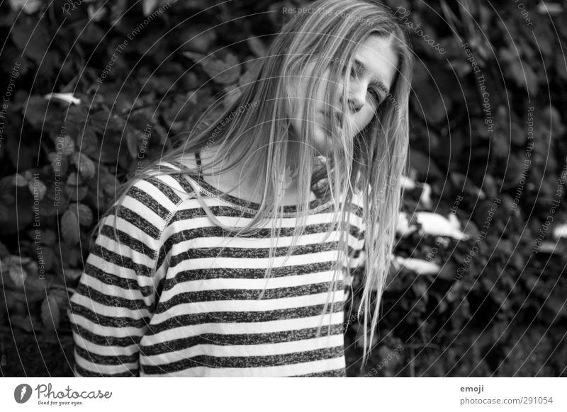 rock'n'roll Junge Frau Jugendliche 1 Mensch 18-30 Jahre Erwachsene blond langhaarig trendy einzigartig Schwarzweißfoto Außenaufnahme Tag Schwache Tiefenschärfe