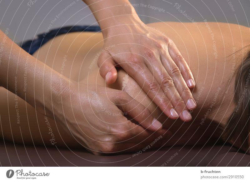 Massage schön Körper Haut Gesundheit Gesundheitswesen Behandlung Wellness harmonisch Wohlgefühl Sinnesorgane Erholung ruhig Spa Frau Erwachsene Rücken Hand
