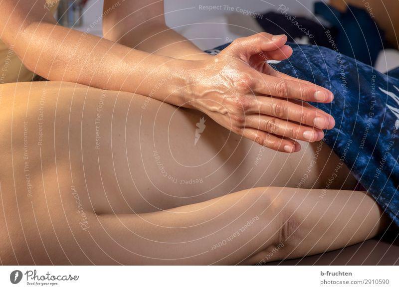 Rückenmassage Gesundheit Gesundheitswesen Behandlung Wellness harmonisch Wohlgefühl Erholung ruhig Kur Spa Massage Frau Erwachsene Hand Finger berühren Bewegung
