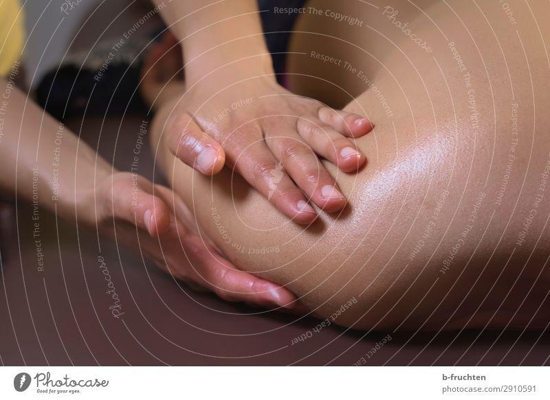 Massage, Nahaufnahme Schulter Gesundheit Gesundheitswesen Behandlung Wellness Wohlgefühl Erholung Kur Spa Frau Erwachsene Haut Rücken Hand Finger