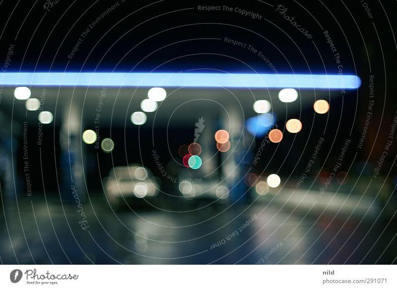 auftanken Tankstelle Verkehr Straße PKW Benzin blau schwarz benzinpreis teuer Autofahren Ferien & Urlaub & Reisen Beleuchtung Unschärfe Farbfoto Außenaufnahme