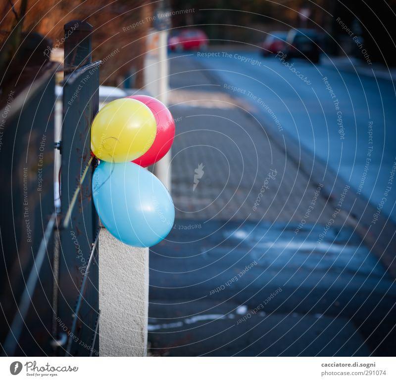 come to my party blau Stadt rot Farbe Freude Einsamkeit gelb Straße Freundschaft Geburtstag Fröhlichkeit niedlich Luftballon einfach Kunststoff Neugier