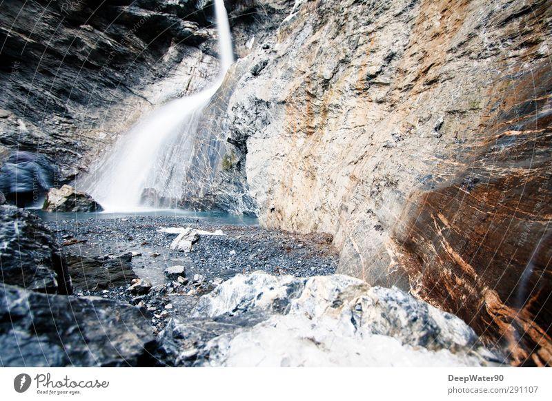 Felswasser Umwelt Natur Wasser Winter Eis Frost Felsen Alpen Fluss Wasserfall Stein entdecken nass natürlich blau braun grau weiß Abenteuer Farbfoto