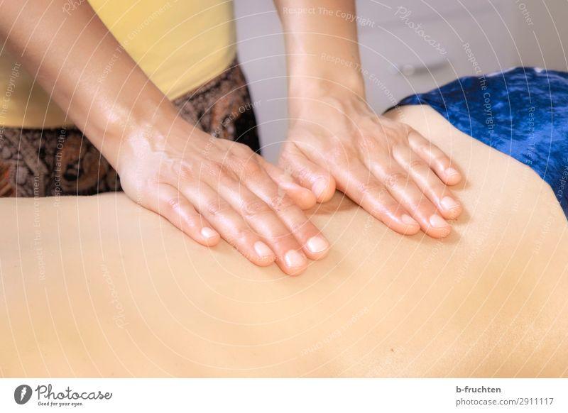 Rückenmassage Gesundheitswesen Behandlung Wellness harmonisch Wohlgefühl Zufriedenheit Erholung ruhig Kur Spa Massage Frau Erwachsene Hand Finger