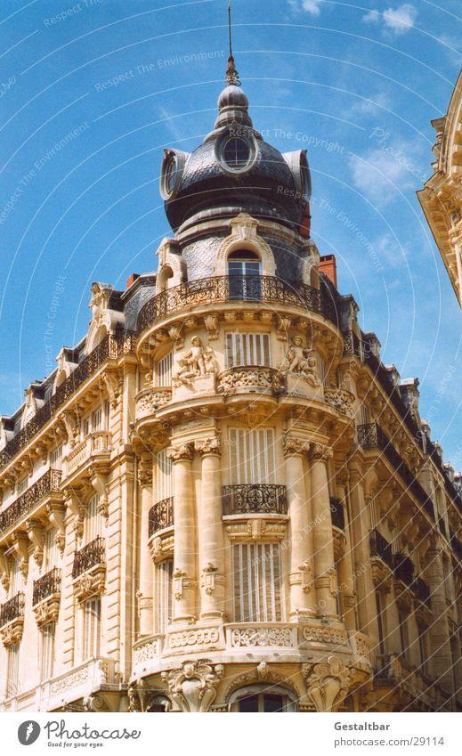 Eckhaus Montpellier Frankreich Haus verziert gestaltbar Architektur Turm Ecke prunkvoll Schnörkel