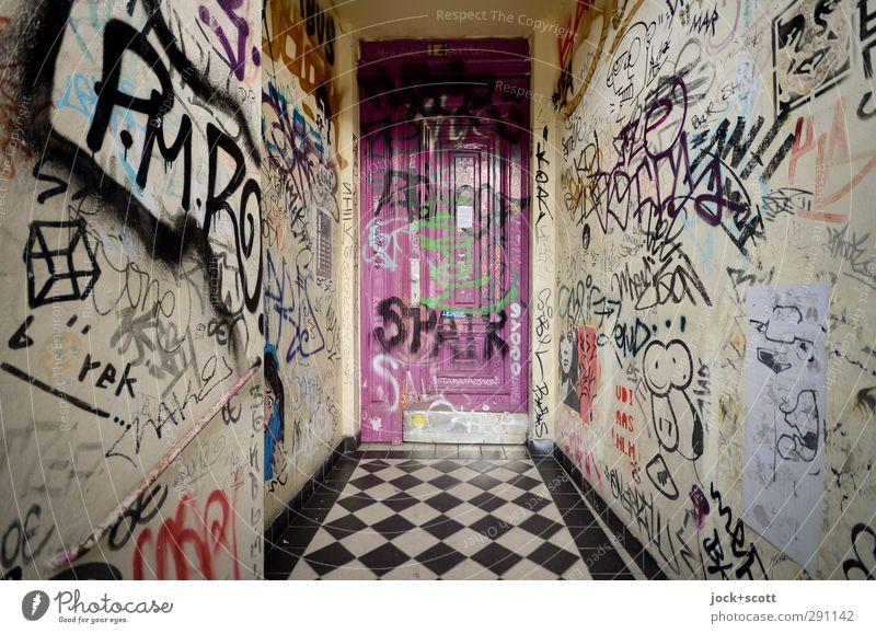 Graffiti macht süchtig Sightseeing Jugendkultur Subkultur Kreuzberg Stadthaus Wand Eingang Eingangstür Hauseingang Sammlung außergewöhnlich authentisch