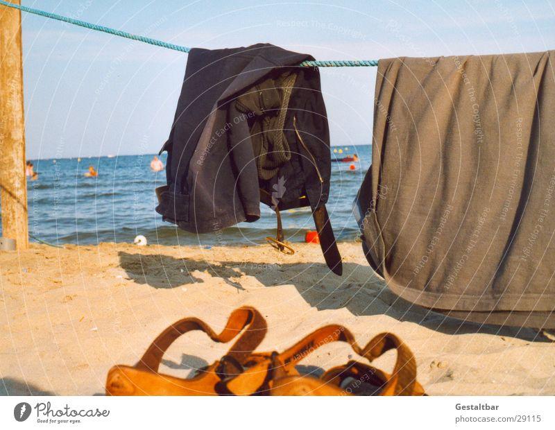 Ins Wasser gegangen… Sonne Meer Sommer Strand Sand Küste Schuhe Schwimmen & Baden T-Shirt Hose gestaltbar