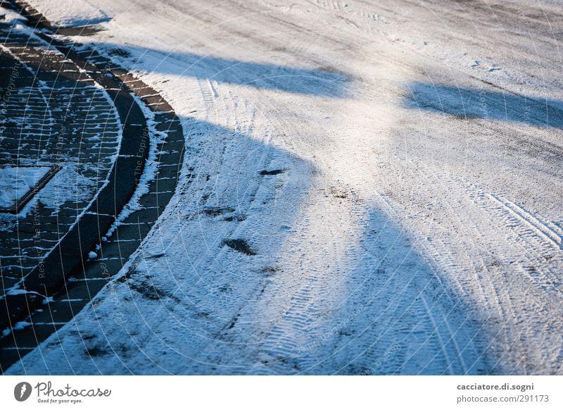 street Winter Schnee Menschenleer Straße Wege & Pfade außergewöhnlich Coolness kalt blau bescheiden Neugier Langeweile träumen bizarr Endzeitstimmung Erwartung