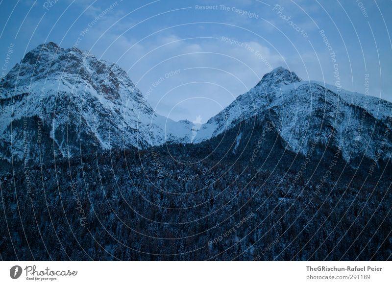 eine insel mit zwei bergen.... :-) Umwelt Natur Landschaft Himmel Wolken Winter Wetter blau braun grau grün schwarz weiß Berge u. Gebirge Felsen Schneefall