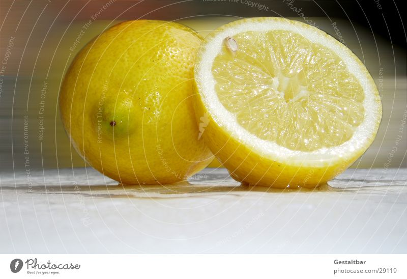 Saftig Zitrone gelb rund Hälfte Vitamin C Gesundheit aufgeschnitten frisch gestaltbar Frucht Wut Teile u. Stücke