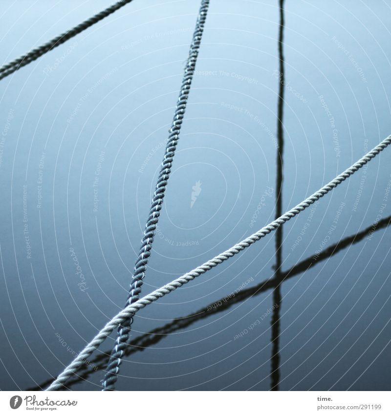 Gespannte Stille blau Wasser ruhig kalt Wege & Pfade elegant Design Kommunizieren ästhetisch Seil geheimnisvoll dünn Zusammenhalt Gelassenheit lang
