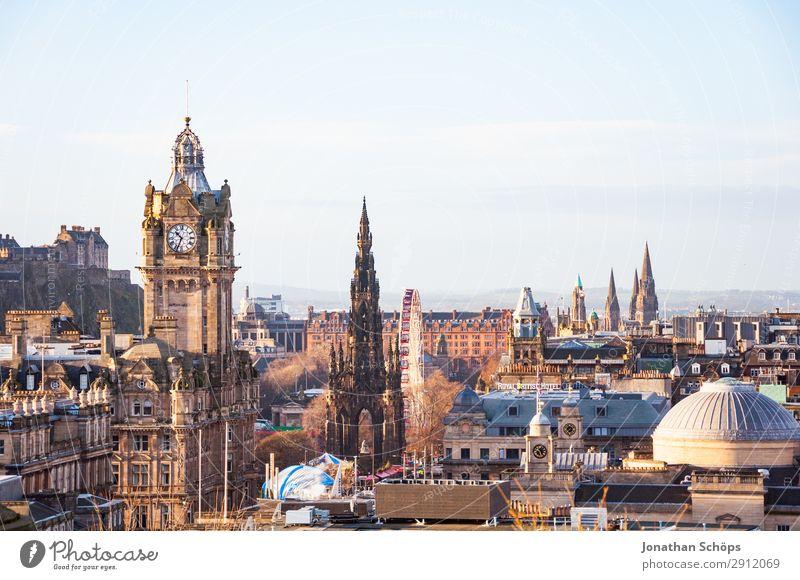 Blick auf Balmoral, Scott Monument, Edinburgh Castle Tourismus Hauptstadt Stadtzentrum Altstadt Skyline bevölkert überbevölkert Turm Bekanntheit Aussicht