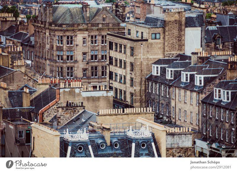 Blick auf Wohnhäuser in Edinburgh Tourismus Stadt bevölkert überbevölkert Haus Bauwerk Gebäude Architektur Fassade Dach Schornstein außergewöhnlich