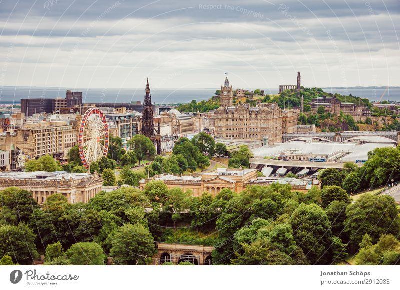 Blick auf Edinburgh Scott Monument, Balmoral Stadt Baum Meer Reisefotografie Ferne Gebäude Tourismus Aussicht ästhetisch Sehenswürdigkeit Dach Wahrzeichen