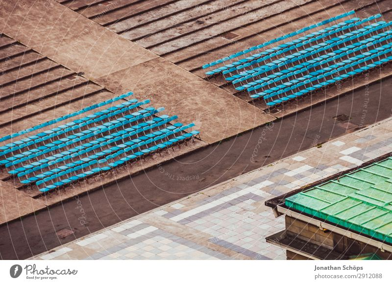 Sitzreihen in Open Air Theater Ferien & Urlaub & Reisen blau Reisefotografie Tourismus Stimmung sitzen Kultur leer Platz Neigung Stuhl Theaterschauspiel Konzert
