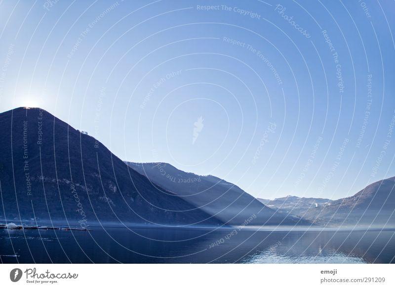 wo Licht ist Himmel Natur blau Umwelt Berge u. Gebirge kalt See Schönes Wetter Hügel Wolkenloser Himmel