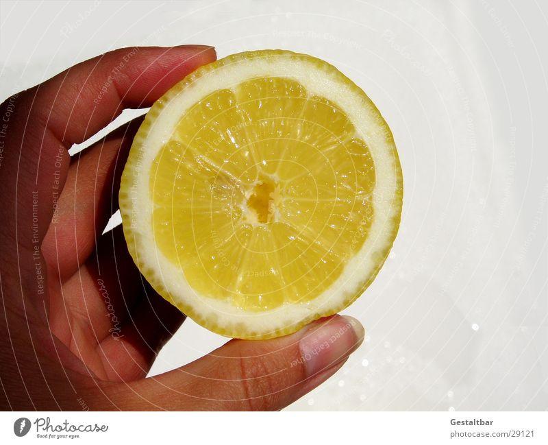Sauer Hand gelb Gesundheit lustig Frucht Wut Vitamin Hälfte Zitrone gestaltbar aufgeschnitten Vitamin C