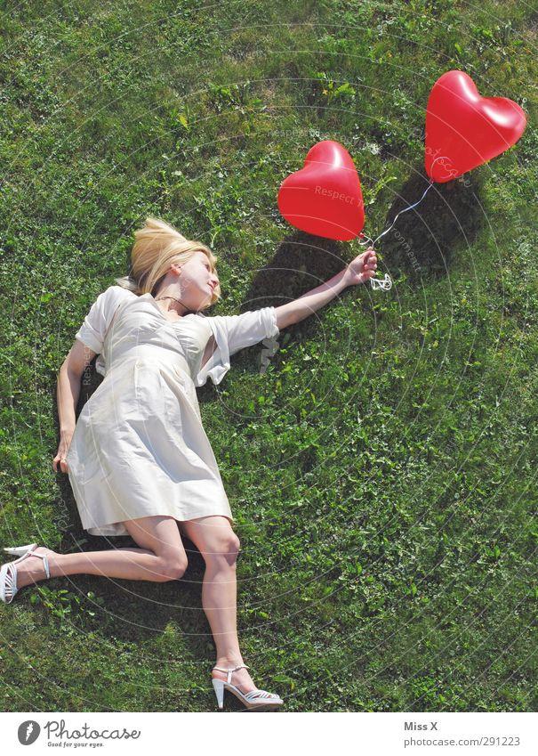 Gott ist das lange her / Schwanger in der 37/38 Woche Mensch Jugendliche schön Erwachsene Junge Frau Liebe feminin Gefühle 18-30 Jahre fliegen blond Herz