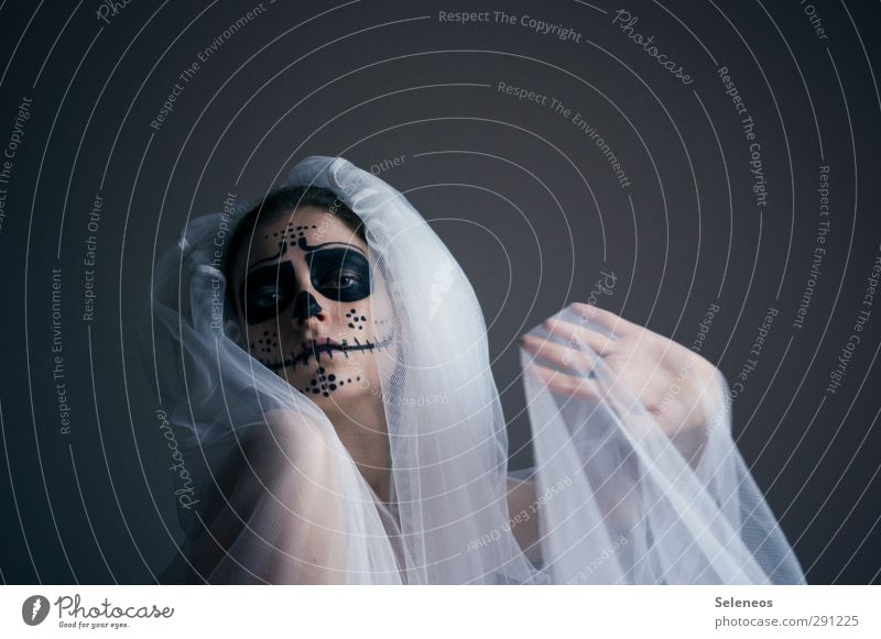 give me five Körper Haut Gesicht Kosmetik Schminke Hochzeit Mensch feminin Frau Erwachsene 1 Theaterschauspiel Schauspieler Schleier gruselig Traurigkeit Trauer