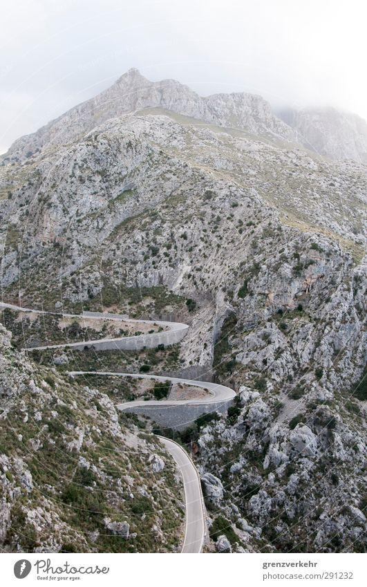 Kurvenreich Berge u. Gebirge Verkehrswege Straße Einsamkeit Serpentinen schlangenförmig Schlangenlinie Zickzack Berghang Serpentinenstraße Sa Calobra Mallorca