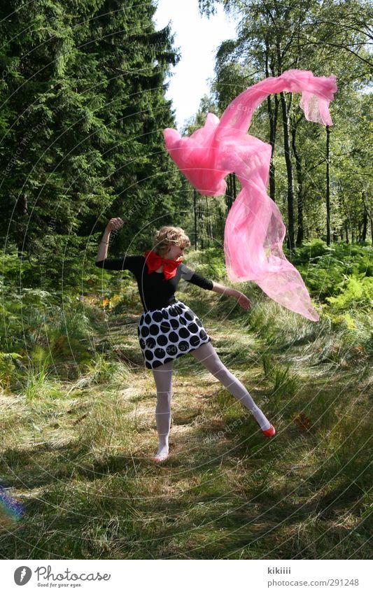 Im Wald tanzen weiß Baum rot Freude Mädchen schwarz lachen Wege & Pfade springen rosa fliegen blond Tanzen Stoff Strumpfhose