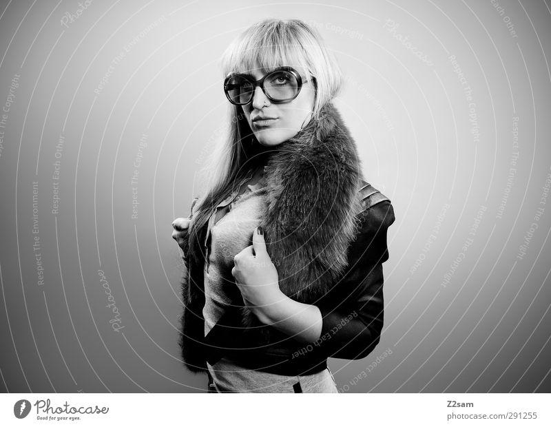 Rock 'n' Roll, Baby! Lifestyle elegant Stil feminin Junge Frau Jugendliche 1 Mensch 18-30 Jahre Erwachsene Musiker Mode Fell Sonnenbrille blond langhaarig
