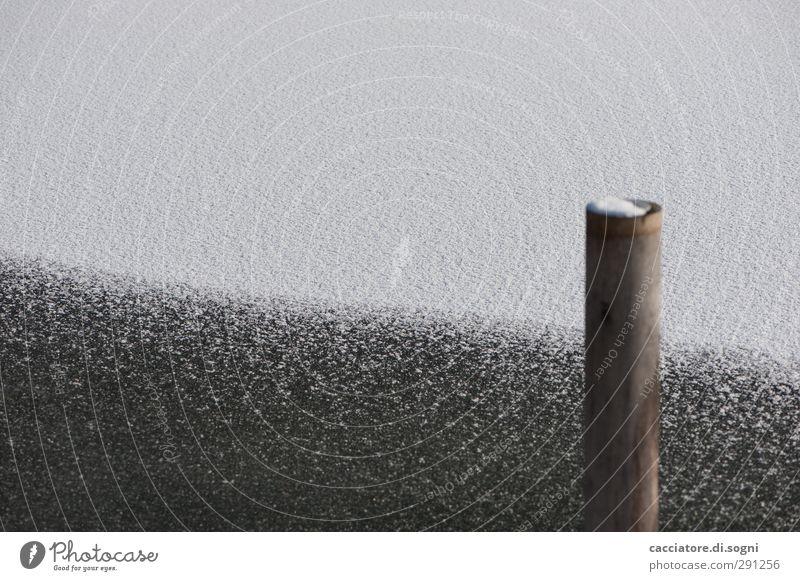 South Pole Winter Schnee Seeufer Holzpfahl Kreuz Linie einfach kalt schwarz weiß Willensstärke geduldig ruhig bescheiden sparsam Langeweile Einsamkeit