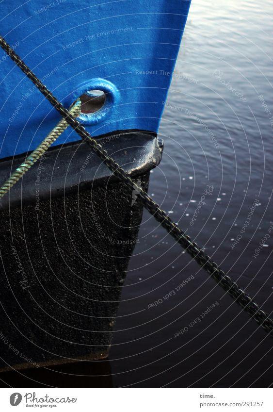 Zaumzeug blau Wasser ruhig schwarz kalt groß Ordnung Seil planen Güterverkehr & Logistik trocken historisch Gelassenheit Konzentration Flüssigkeit