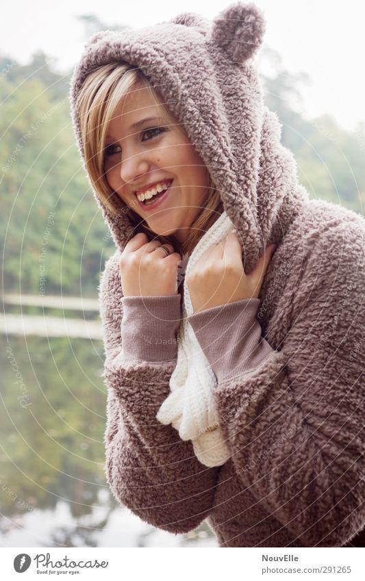 Raaawr. Mensch Jugendliche Freude Erwachsene Junge Frau Leben feminin Glück 18-30 Jahre Zufriedenheit Fröhlichkeit Warmherzigkeit Lebensfreude Verliebtheit Geborgenheit kuschlig
