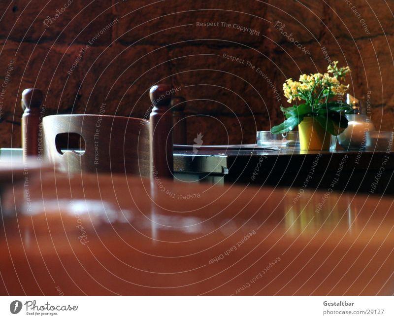 mal wieder sonntag Holz Blume Tisch Café Restaurant Menschenleer Gastronomie Ernährung Stuhl