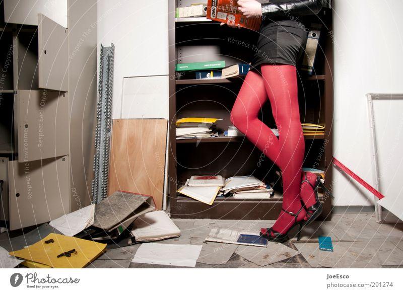 #248549 Frau Erwachsene Innenarchitektur Stil Beine Schule Mode Büro Arbeit & Erwerbstätigkeit Wohnung Studium kaputt Umzug (Wohnungswechsel) trendy Rock chaotisch